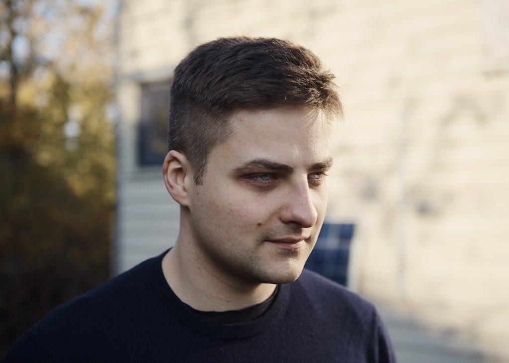 Florian Bamborschke Pullover seitlich